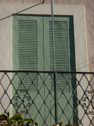 Shutters painted with trompe-l'oeil effect on the exterior wall of the house in Isle sur la Sorgue. acrylic technic