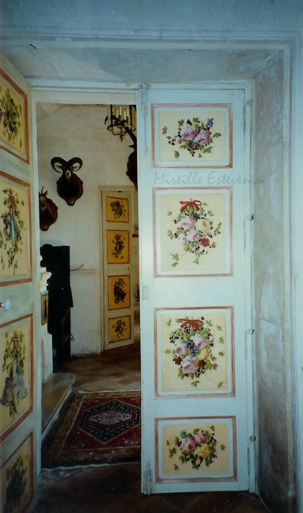 Décor of flowers inspired by XVIII century on 2 double doors in the entrance of an old house in Provence. oil technic on wood