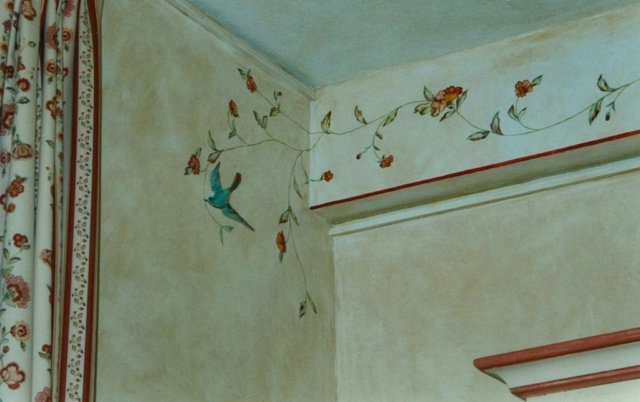 Décor painted on the walls of the bedroom with flowers and birds (as the curtains)
