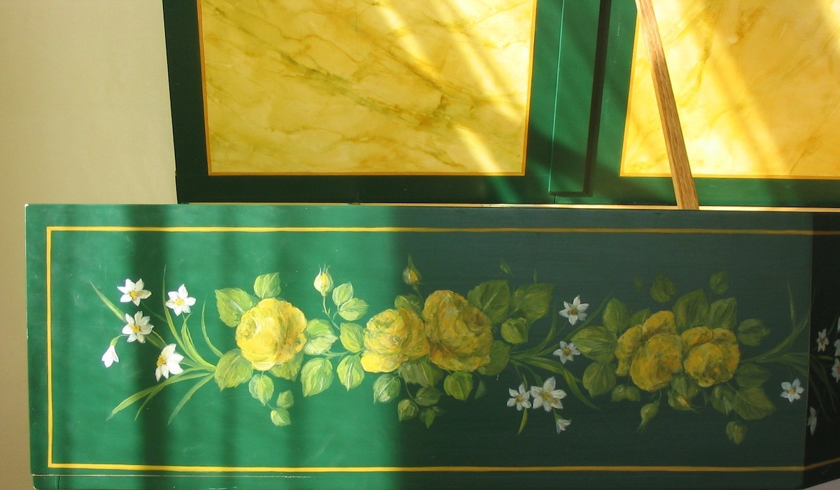 Detail of the  flowers garland painted on the harpsichord. Oil paintings on dark green wood painting