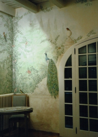 """Décor painted on walls bedroom as """"a fresco"""" with acrylic technic. Birds in the garden are the theme"""