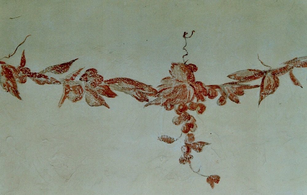 Garland of grappes painted on a wall of a dining room as a fresco with acrylic technic