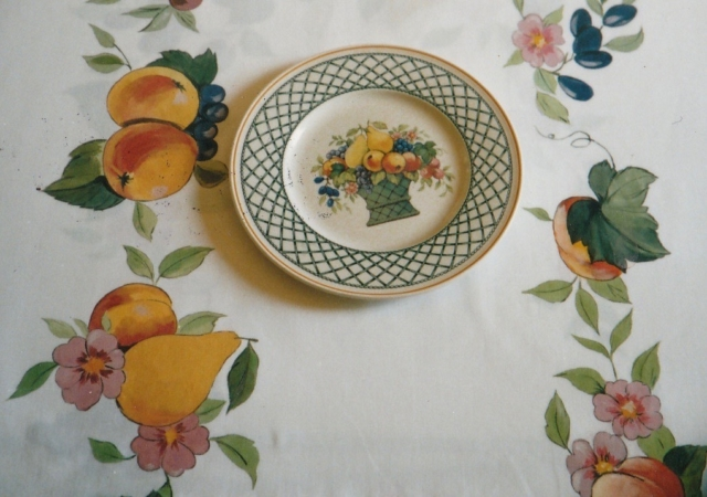 Inspired by Villeroy&Boch plate, décor painted on the cotton table cloth, with cloth paintings.