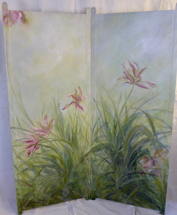 Décor of tulips painted on the recto side of the screen. mixed media on wood